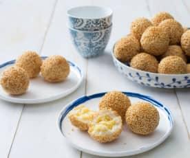 Banh ran (sesame balls)
