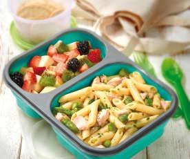 Insalata di pasta, salmone e asparagi