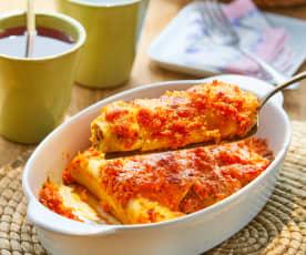 Canelones con carne, verduras y salsa de jitomate