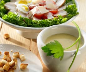 Caesar-Salat mit Hähnchenbrust