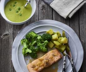 Menu met erwtensoep met gember, zalm met citroen, broccoli en aardappelen