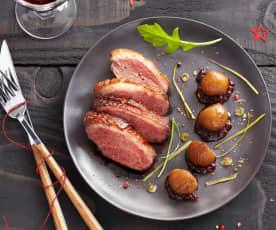 Magret de canard aux châtaignes, sauce aux airelles