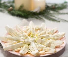 Ensalada de endibias, palmitos y salsa roquefort