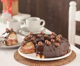 Roscón con mermelada de fresa y baño de chocolate