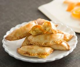 Empanadillas de naranja con crujiente de avellanas