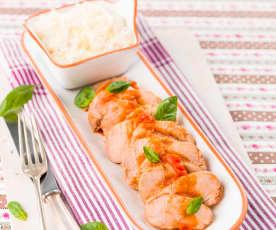 Lombinhos de porco com tomate e manjericão e arroz de limão