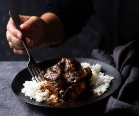 Carrilleras de ternera en salsa de cerveza negra y arroz blanco (Cocción lenta)