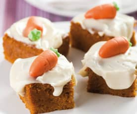Ciasto marchewkowe z polewą z serka śmietankowego