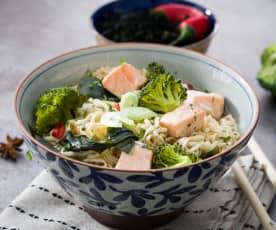Ramen con salmón y brócoli - Japón