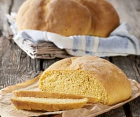 Pane calabrese con farina di mais e fiori di sambuco
