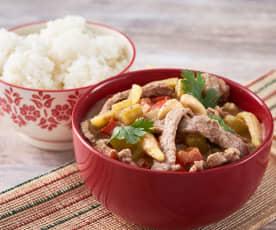 Curry tailandés de ternera con arroz glutinoso