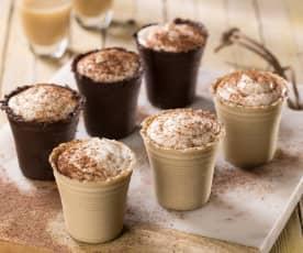 Bicchierini di cioccolato ripieni di mousse al whisky