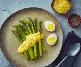 Uova, asparagi e salsa bernese