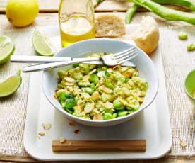 Salade de fèves au citron, amandes grillées et coriandre