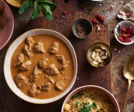 Curry de cordero y cuscús con pepino y menta (Cocción lenta)