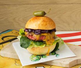 Rindfleisch-Oliven-Burger mit karamellisierten Zwiebeln