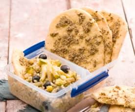 Libańskie chlebki z zatarem i sałatką z kaszy pęczak