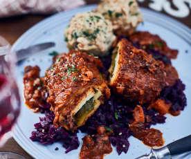 Vegane Rouladen mit Knödeln und Rotkohl