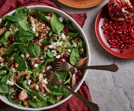 Salada de trigo-sarraceno com salmão e romã