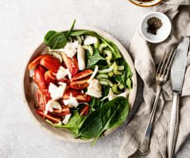 Salada de bacalhau, aipo e tomate com vinagreta