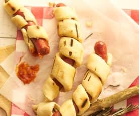 Schlangenbrot-Hotdog mit Tomaten-BBQ-Sauce
