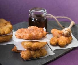 Tortillitas de bacalao con miel de caña