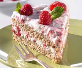 Nuss-Biskuit-Torte mit Himbeersahne