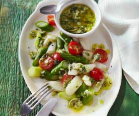 Spargelsalat mit Cherry-Tomaten und Artischockenvinaigrette