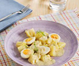 Patatas y huevos con salsa de eneldo