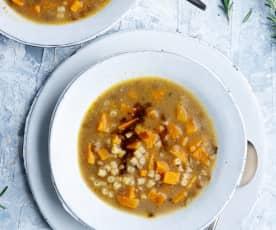 Sopa de lentejas con camote y pasta