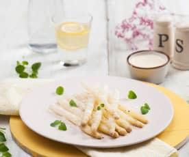 Bílý chřest s jogurtovým přelivem à la holandská omáčka