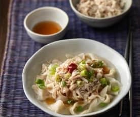 Kalguksu (Hähnchen-Nudel-Suppe)