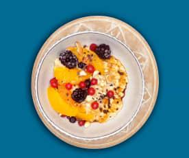 Nuss-Porridge mit Früchten