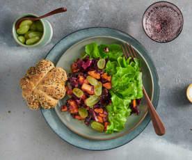 Rotkabis-Kürbis-Salat mit Kürbisbrötli