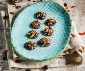 Schokoladescheiben mit Trockenfrüchten