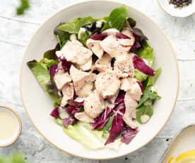 Caesar salad con salmone e radicchio