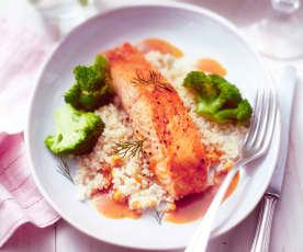 Lachs mit Brokkoli, Couscous und Honig-Senf-Sauce