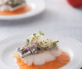 Bacalao con coulis de tomate fresco y albahaca