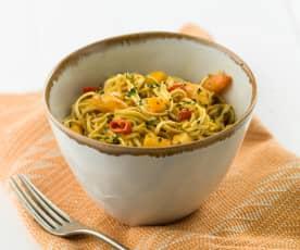 Noodles com caril de camarão e manga