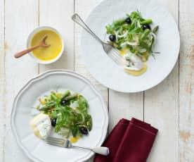 Fenchel-Spargel-Salat mit weichem Camembert