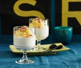 Joghurt-Mousse mit Apfel-Birnen-Kompott