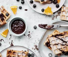 Gaufres à l'amande et sauce au chocolat