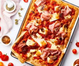 Pizza multicereali con Brie, prosciutto crudo e confettura di fichi