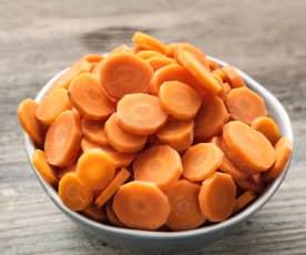 Zanahorias rebanadas al vapor (200-500 g) en cestillo