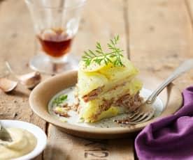 Charlotte de pomme de terre au confit de canard et sauce au foie gras