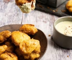 Nuggets de pollo con dip de parmesano