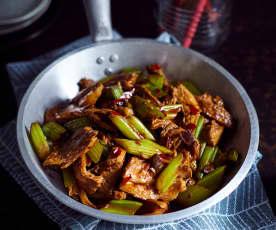 Schweinefleisch in scharfer Sauce (回锅肉)