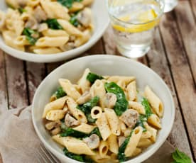 Pilz-Käse-Nudeln mit Spinat