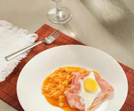 Huevos con jamón y tomates salteados