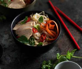 Pomalu vařená kuřecí polévka pho